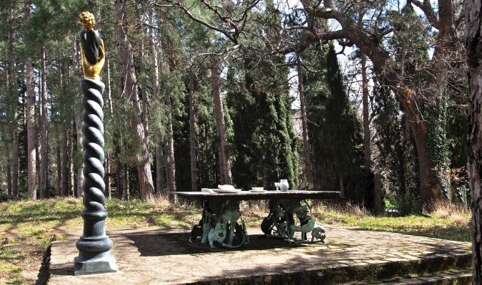 Künstler Daniel Spoerri im Skulpturenpark