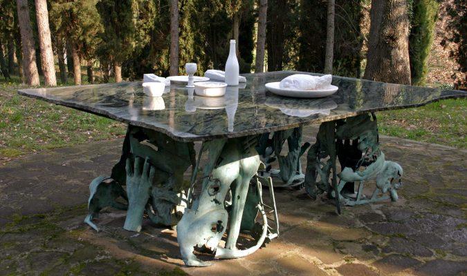 Künstler Daniel Spoerri im Skulpturenpark Seggiano, Italien