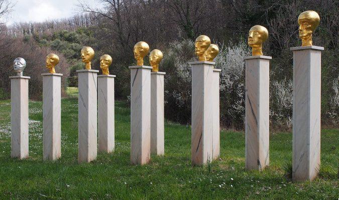 Künstlerin Eva Aeppli im Giardino Daniel Spoerri 49-2