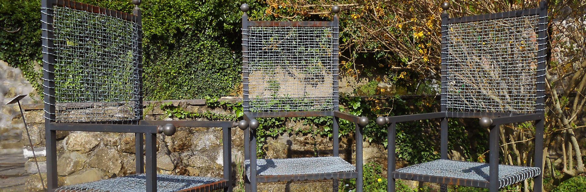 Künstler Luciano Ghersi im Giardino di Daniel Spoerri