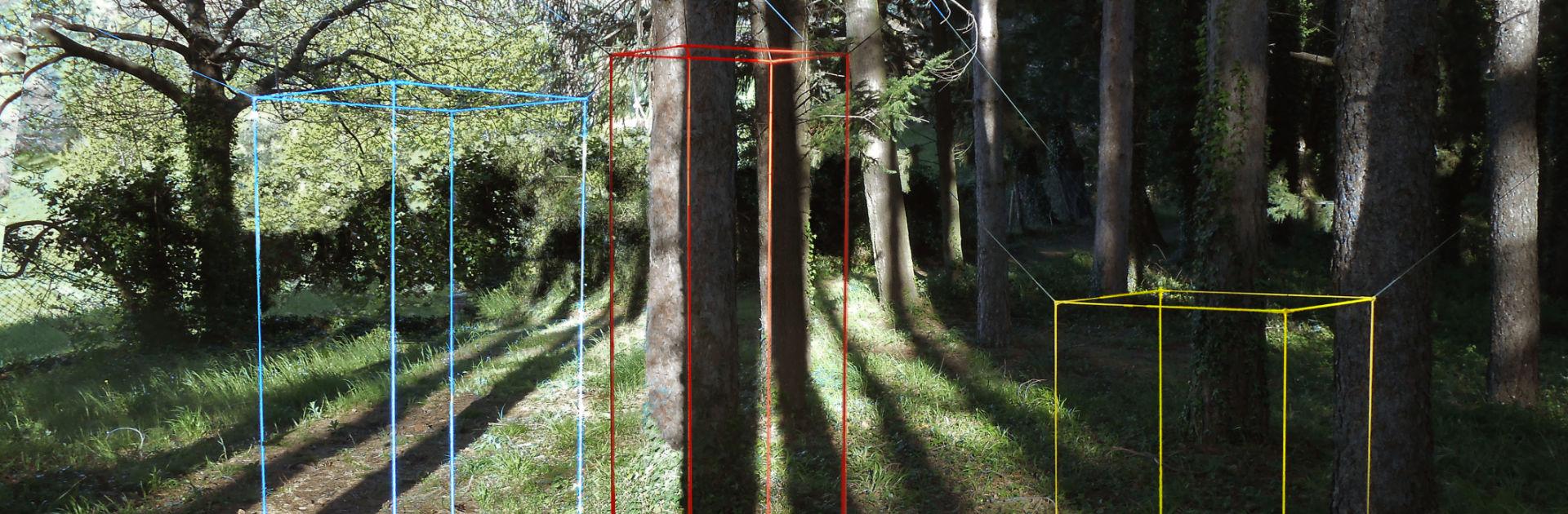 Künstlerin Nora Schoepfer im Giardino di Daniel Spoerri