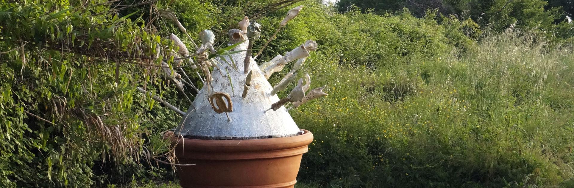 Künstlerin Rosa Roedelius im Giardino di Daniel Spoerri